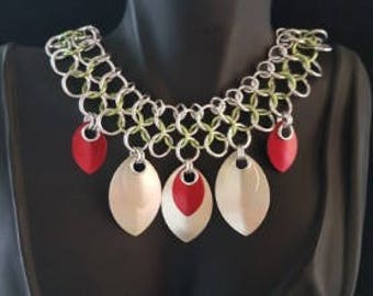 Collar Necklace/Necklace/Collar/Chainmaille/Chainmail/Handmade/Designer/Fashion/Ladies/Gift/Present/Christmas/Modern/Costume/Red/Green/UK