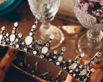 Vintage style bridal rhinestone jewelled tiara crown, wedding, bride, bridesmaid, hairpiece, Queen.