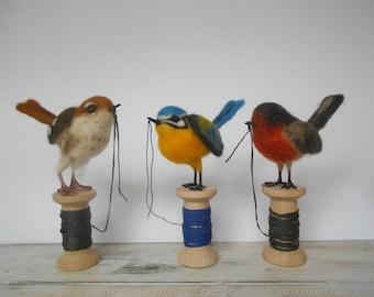 Needle felted bird - realistic bird - handmade gift - gift for a bird lover - home decoration - song bird - nature decor - spring decoration