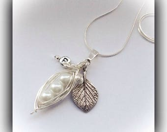 White Silver Plated Pea Pod Necklace Gift Boxed Ladies Birthday Xmas Valentine Mother Daughter Girlfriend Wife Anniversary