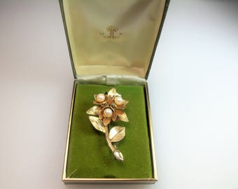 Vintage Gold Filled Detailed and Dimensional Flower Pin Brooch with Faux Pearl Accents Designer Signed Winard 12K G.F.