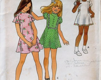 Not an easy one to find!  Vintage Butterick sewing pattern #6608; Size 6 - Semi-fitted, princess-seamed dress - Complete