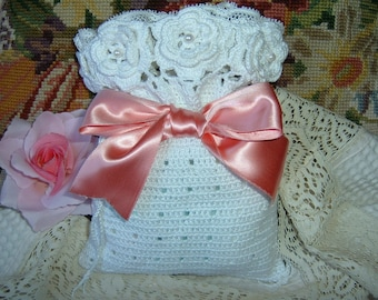 Crochet bag. Bring presents. Shabby chic. Gift to crochet. Cotton bag. Romantic style with lace. Finished with roses