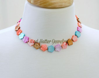 Dyed Shell Flower Necklace with Earrings