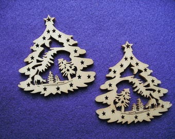 2 Christmas trees, wood, 7 x 6.5 cm (24-0001A)