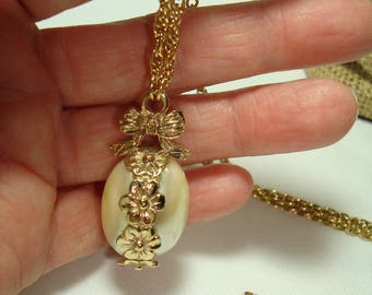 1928 Brand Lovely Mabe Pearl Like Egg Simulated Pearl Necklace.