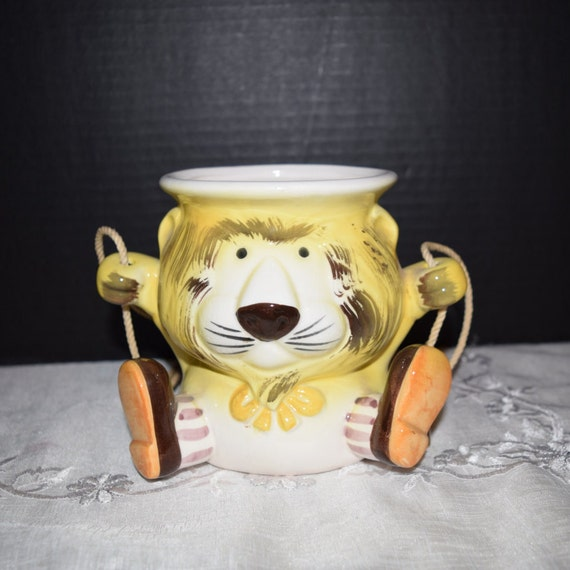 Mann Lion Hanging Planter Hand Painted Made in Japan Vintage 1970's Mann Lion Planter Nursery Decor Child's Room Decor Lion Plant Holder
