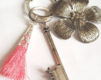 Keychain with charms, key ring with peach blossom, useful gift, accessory bag,
