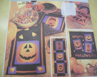 Halloween Quilted Wall hangings, Placemats, Treat Bags and more - Sewing Pattern