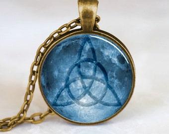 Triquetra pendant, Triquetra necklace, Triquetra jewelry, Triquetra Charm, Bronze (PD0226)