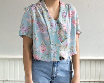 80s Breezy Floral Button Up Blouse / Fits up to a Large