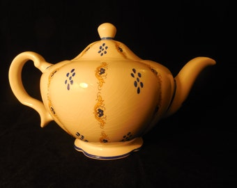 Vintage Wood and Sons Ironstone Teapot    p322