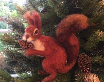 Red Squirrel/Needle Felted Squirrel/Squirrel Ornament/Waldorf Steiner animal/Seasonal Table/Waldorf Doll/Gift for her/Felt Squirrel doll