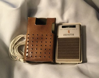 WORKING 1965 Zenith 810 Transistor radio wth earplugs and leather case MINT