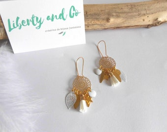 Earrings gilded with charms and PomPoms