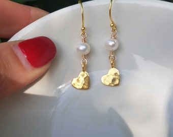 Gold Fill hammered heart and freshwater pearl earrings real pearl earrings pretty gold pearl drop earrings jewelry gift for her sis mum