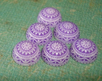 Vintage  Cabochons Etched Mosaic White and Lila 10mm.