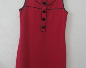 Vintage Merona Dress Size XS. Great retro look. Fuchsia with large round buttons, black pipping.