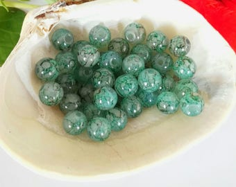 40 Pale Green Veined Glass Round Beads 6mm
