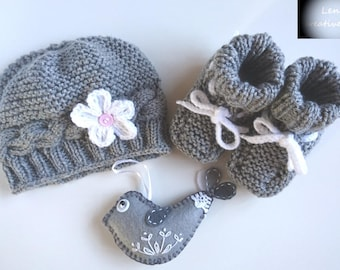 Hand Knit baby's set - NEW, 3 pieces baby set, Baby hat, baby booties, Baby gift, gift for her, gift for him