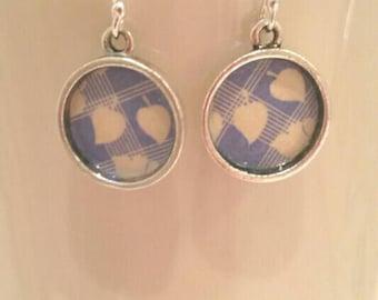 Boucles d'oreilles bleu rétro à carreaux pâles