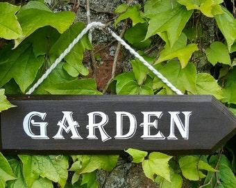 GARDEN Sign Directional Arrow Sign Hand Painted Wooden Sign Gardener's Gift Outdoor Wall Art Garden Decor Gardening Gift