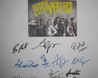 Pitch Perfect Signed film Movie Screenplay Script X16 Autographs Anna Kendrick Rebel Wilson Brittany Snow Skylar Astin Elizabeth Banks