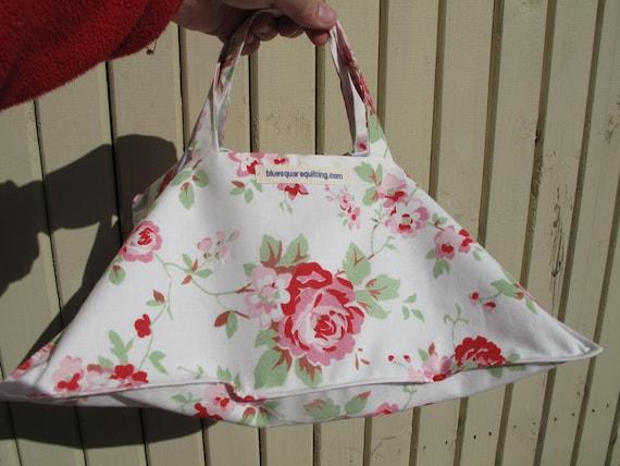 Porte tarte en tissu cadeau d 39 h tesse fleurs roses - Porte tarte en tissu ...