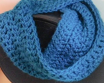 Cowl Scarf, Crocheted, Chunky yarn, Turquoise blue, Soft