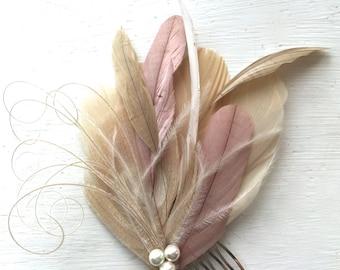 VOIE en Champagne, vieux Rose et Ivoire paon Fascinateur plume avec perle, peigne à cheveux plume, pièce de cheveux de mariée