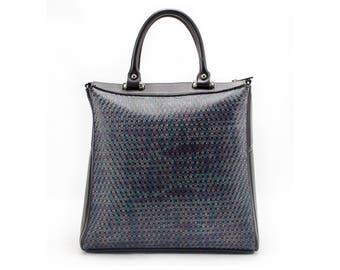 Borsa in vitello nera, blu e viola. Handbag in black, blue and violet leather.