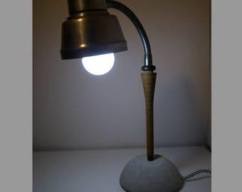 Flexible industrial desk lamp