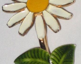 Vintage Enamel Daisy Pin