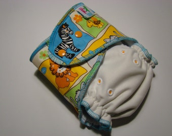 Colorfull white velour cloth diaper in OS size, applique diaper, split diaper with inserts