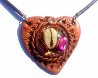 PROTECCIÓN - Colgante Orgonita Estilo Boho - Madreperla Rosa y Concha Cauri - Joyería Reiki para Mujer - Talismán - Orgonite - Corazón