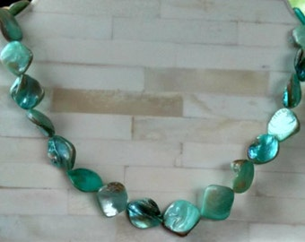 "Necklace / 20"" Choker plus / 2"" Extender / Light Blue-Green Shell/ Vintage"