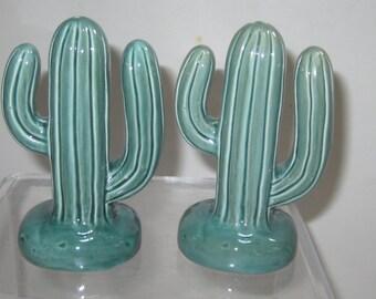 A Pair Cactus  Salt  n Pepper Shaker   ~ Item 425