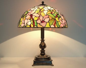 Bedside lamp. Table Lamp. Tiffany style lamp. Stained Glass Lamp. Stained glass lampshade. Stained glass lamp. Tiffany table lamp