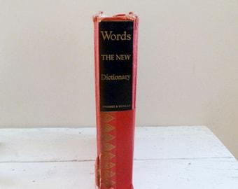 Le nouveau dictionnaire, livre de référence, aide à l'étude, cadeau de l'enseignant, cadeau de graduation, dictionnaire vintage, ère de guerre mondiale 2, inscription des mots