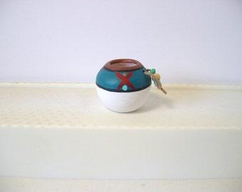 Indian pot, ceramic miniature Indian pot, white