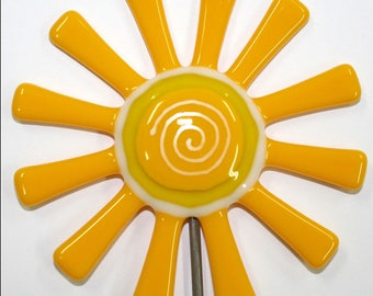 Glassworks Northwest - Bright Yellow Daisy Flower Stake - Fused Glass Garden Art