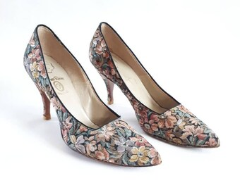 1960's vintage shoes embroidered shoes 60's floral shoes high heel shoes Cameo Room Fashion Spire size 7.5 (best fit a size 5)