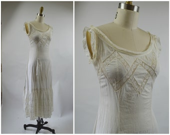 1900s 1910s Edwardian White Cotton Slip Dress or Under Dress with Lace Inserts and Lace Flounce White Cotton Fitted Bodice Size Small XS