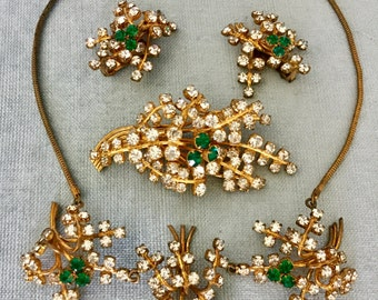 Sparkling Diamanté Emerald Leaves NECKLACE EARRINGS BROOCH Pin Set Art Deco Green Crystal Rhinestones Gold Metal Vintage Rare Collar Parure