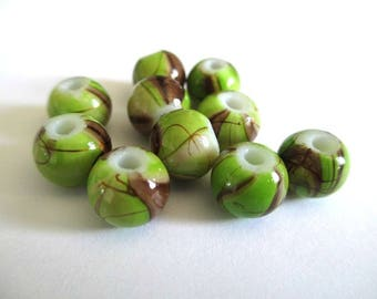 10 pearls light green, Brown painted glass 8mm (A-10)
