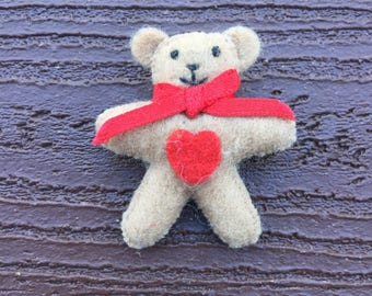 Vintage Jewelry Avon Valentine's Day Teddy Bear with Heart Pin Brooch