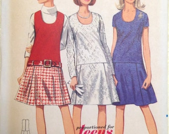 Butterick 4460 - 1960s Era Scoop Neck Bodice Attached to Gored Skirt - Size 14T