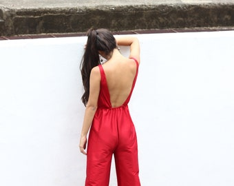 Red Woman's jumpsuit in satin.