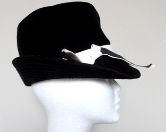 Vintage 1960's Black Velvet Hat / FASHION GUILD / Soft Plush & Versatile / Can Be Worn With Brim Up Or Down / Excellent Vintage Condition
