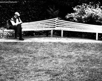 Black and White / Kew Gardens / Lonely / Reading on a Bench